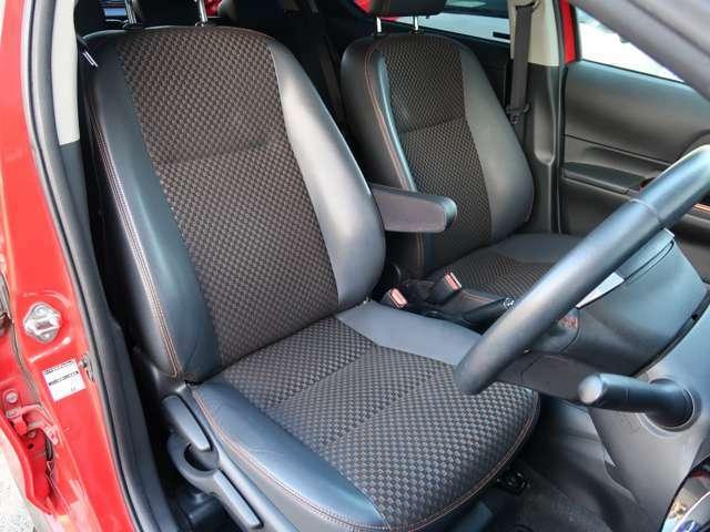 前席シートブラックハーフレザーなので汚れも目立ちにくくとても綺麗な状態です。