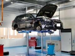 大型サービス工場完備!点検や整備、車検、修理などプロのメカニックが整備致します!複数のリフト完備で作業効率良好です!