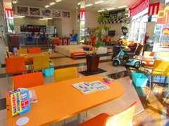 当店のショールームです!とても明るく開放的な雰囲気となっています。入りやすく居心地の良いお店を目指しております。