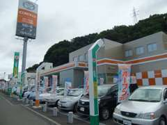 中古車展示場には常時20台ほどの在庫を展示。当店だけでなく、トヨタカローラ札幌全在庫からもお探しいたします。