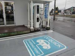 電気自動車用の急速充電器も完備しています。旅行や長旅、普段のお買物でもお気軽にお立ち寄り下さい♪