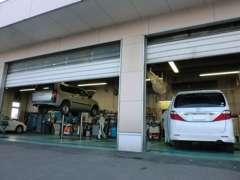 サービス工場併設なので、整備や保証修理も当店にお任せ下さい。