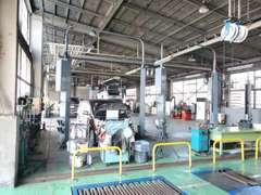 自慢の大型整備工場完備!アフターサービスもお任せください。