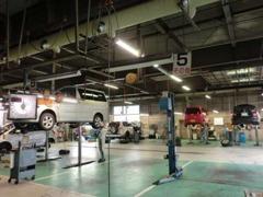 サービス工場併設なので、整備・保証修理など、アフターサービスもお任せください!