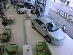 広い店内には話題の新型車を展示しています。新車・U-Carどちらもご相談下さい。