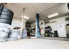安心の自社整備工場完備!車検は提携認証整備工場にて行う為、記録簿もしっかり発行します!