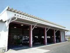 九州運輸局指定整備工場です。車検・整備などお車に関する事なら何でもお任せください。