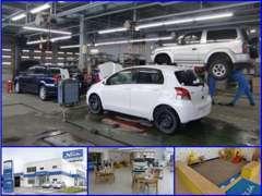 隣接した新車店舗「小樽店」のサービス工場にて、アフターサポート致します!新型車の展示・キッズスペースもございます。