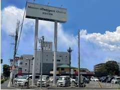 東合川(2)の交差点に位置する、とても見つけやすい店舗です!!
