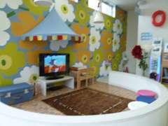 ショールームにはお子様向けのキッズスペースを完備。安心安全清潔感あるスペースです。