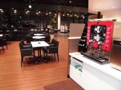 オシャレなカフェの様な商談ブース、待合スペースになってます☆豆から挽いた美味しいコーヒーをお飲みいただけます★