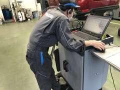 行橋店 サービス工場です。国家資格を持ったエンジニアが1台1台お客様にあったメンテナンス提案を実施します