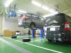 サービス工場を設けています。購入後にアフターや車検などもお任せ下さい。