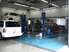 ☆ピット☆ご購入後も安心してお車にお乗り頂くため土日も営業しております!安心の設備でお客様のカーライフをサポート致します