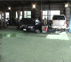 陸運局指定大型工場を完備!車検、板金塗装などお任せください!