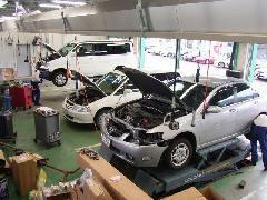 タイヤ・オイル交換から法定点検、車検整備まで私どもにお任せ下さい。