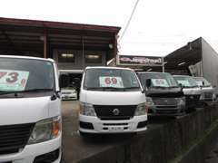 各メーカーの軽トラック・軽バンを多数展示しております!!