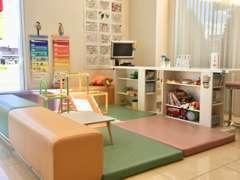 小さなお子様にもお楽しみいただけるキッズスペースもございます。ご来店の際はご家族皆様で遊びに来てください♪