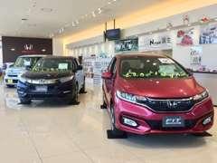 CMなどで話題の新型車も展示しております!もちろん中古車との比較も可能ですので、おや気軽にお問合せ下さい!