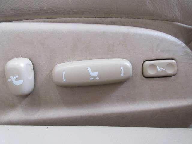 前席はパワーシートですので、ドライブポジションの微調整も楽々です。
