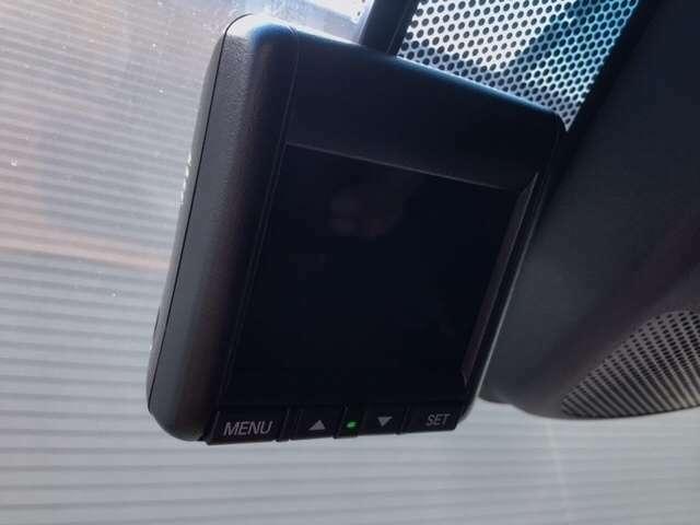 ドライブレコーダーも搭載しております!万が一の際もしっかり記録できます。録画した映像は、ナビの画面で確認して頂けます♪