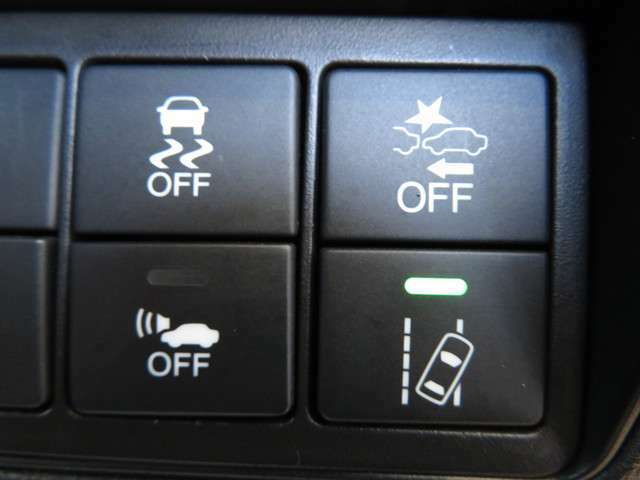 安全運転を支援する【ホンダセンシング】装備車両です★★★走行中の車線はみ出し時には警報でお知らせ★横滑り防止など防止する機能も充実してます★