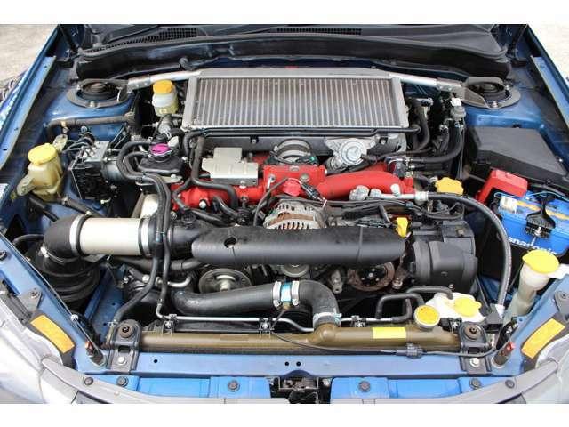 前オーナーの手入れの良さが伝わる綺麗なエンジンルームです!お車のメンテナンスやカスタムは、スポーツカーの整備で熟練された整備士にお任せください!
