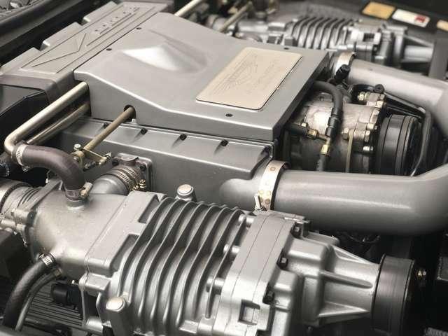 V8DOHCツインスーパーチャージャーは、550PSを誇ります(カタログ値)