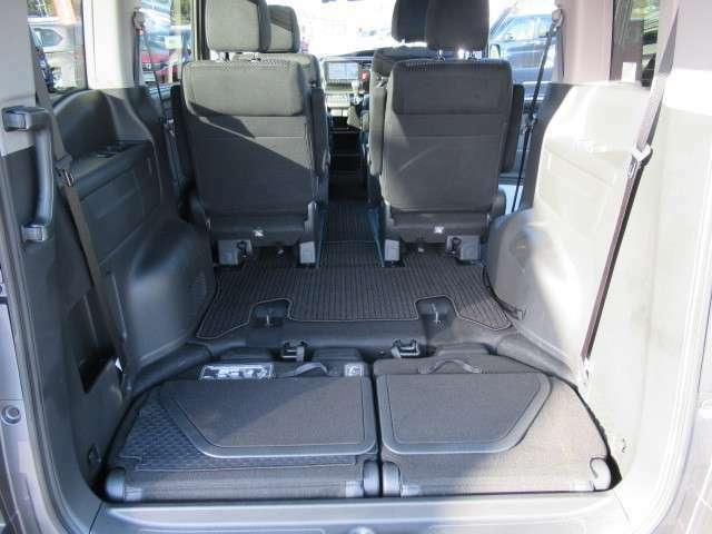 サードシート収納すれば、広いラゲッジスペースが出来ますよ