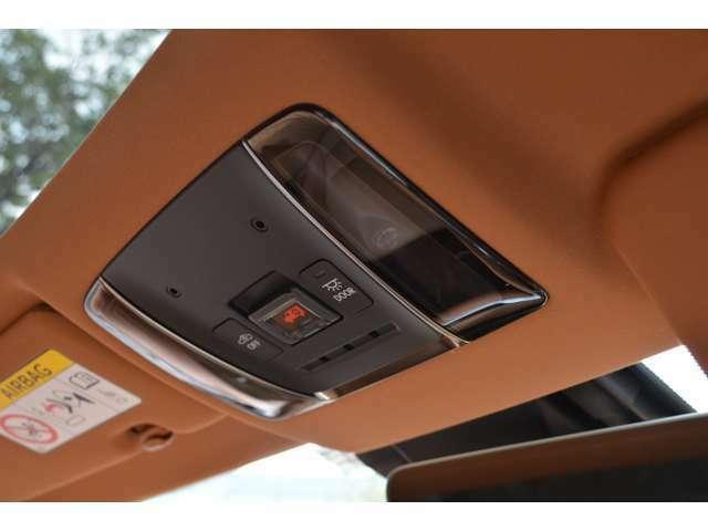 ■内装色もお選びいただけます■トヨタ ハリアー、ランクル200、プラド、クラウンなど一部車種に限られますが、内装色を「ブラック」「ベージュ」などの内装色からお選びいただける車種は、当社でもお選び頂けます。