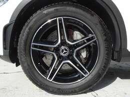 ハイグロスブラックペイント19インチAMG5ツインスポークアルミホイール、Mercedes-Benzロゴ付ブレーキキャリパー