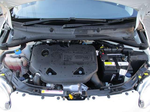 900cc直列2気筒8バルブICターボエンジン!小排気量ながら1.2リッター直4並みの出力とトルクを発生させ、燃費はカタログ上(10・15モード)で21.2Km/L。