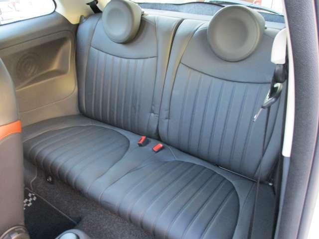 ハッチバックですが座面が厚いのでリアシートも大人2人がしっかりと座れます!