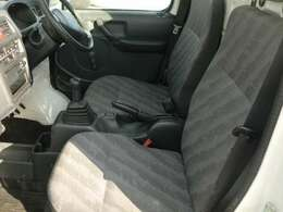 エアコン付きです!夏場、車内は猛烈に熱くなります。簡単操作で快適に車内温度をコントロールします!