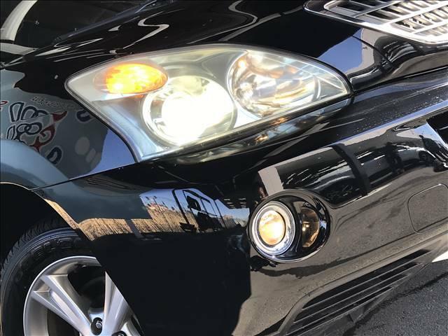 キセノンヘッドライトがついておりますので暗い夜道でも明るく照らしてくれますね!