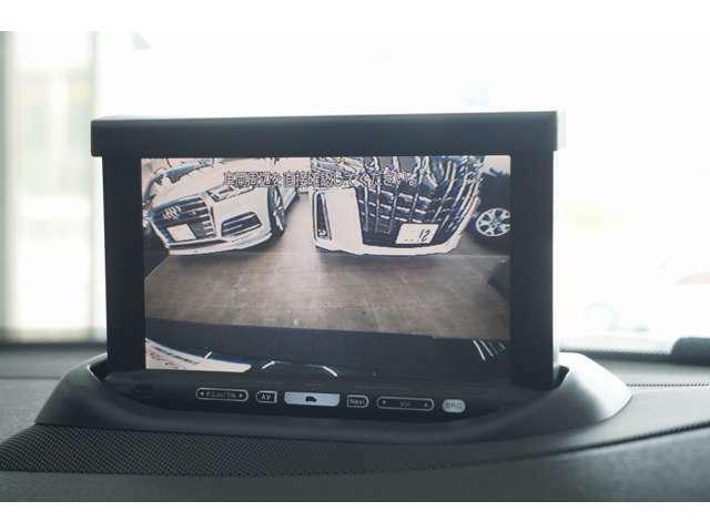 バックカメラ付きですので車庫入れ時もご安心下さい。