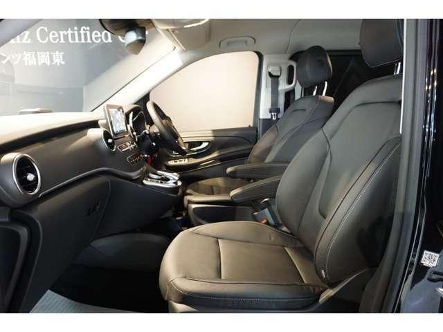 運転席と助手席にはシートヒーター、シートエアコンがついています。
