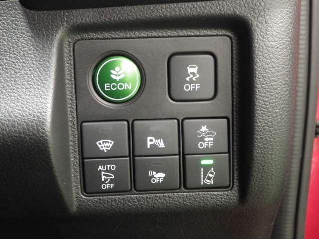 【ECON】このスイッチを押せば、燃費の良いヴェゼルですが更に燃費を向上させてくれます(^^♪
