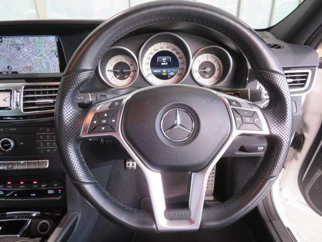 当店でお車をご購入のお客様はオーナー様専用保険「メルセデス・ベンツ保険」にご加入頂けます。飛来物によるフロントガラス破損やパンクによるタイヤ交換の際に、修理費用の一部をお支払いしております。