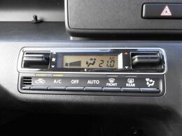 オートエアコン装備。温度設定ができて、室内快適ですよ。