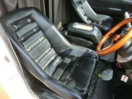 ■シートもハンドルもすべて社外品でカッコいいですね♪■