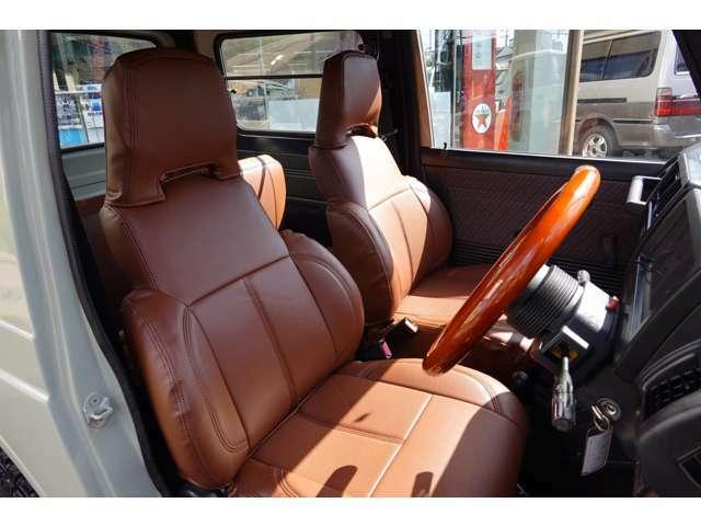 使用頻度の高い運転席のシートは極端なシートの痛みも無く綺麗です!!