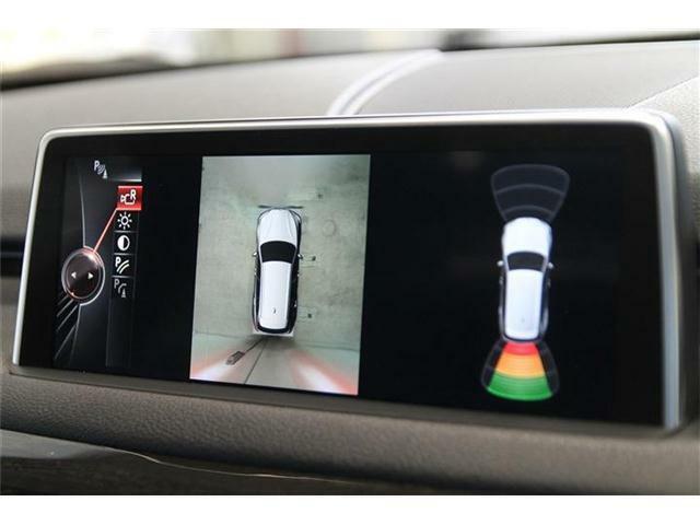 車を上から見たように表示してくれる全周囲カメラが装着されており駐車も楽に出来ます。