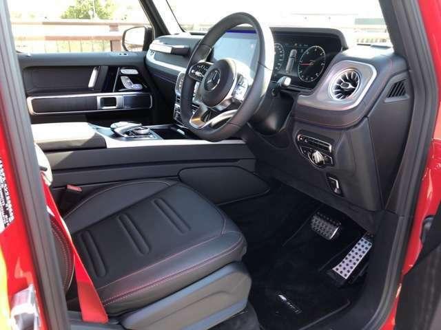 内装シートにはナッパレザーヲ採用・前席にはシートベンチレーター・リラクゼーション機能装備
