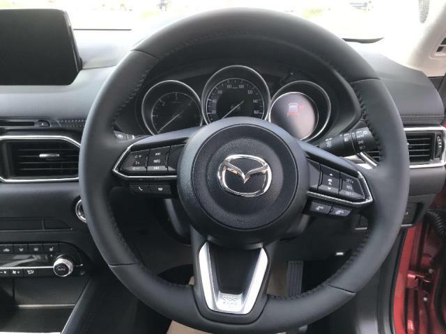 マツダコネクトの操作をこちらのダイヤルを使用して操作も可能です。運転しながらでも感覚だけで操作できるので安全運転に繋がります。