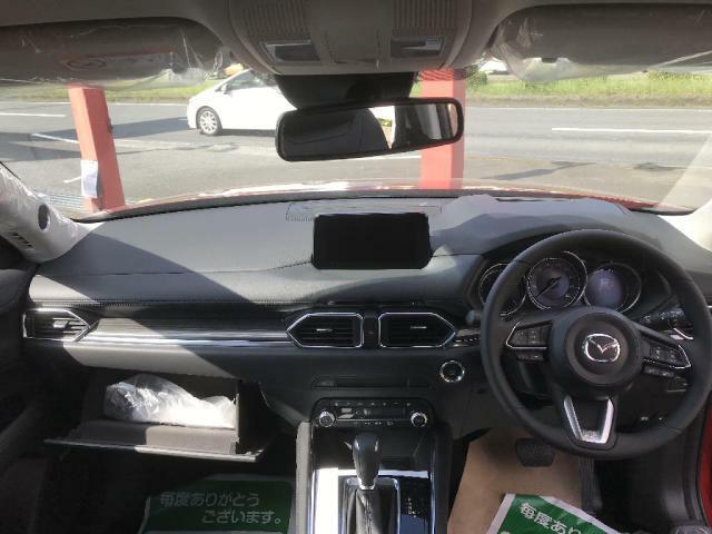 本革ブラックレザーシートです。程よい硬さと形状で長距離運転でも疲れづらいです。