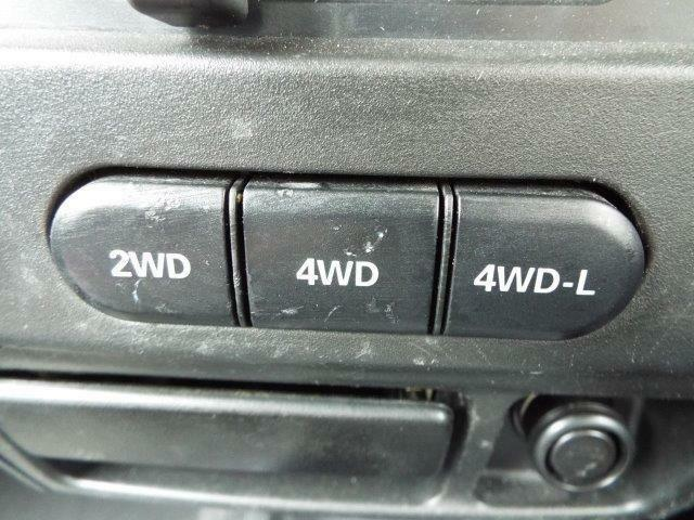 路面状況に応じて2WDと4WDの切替が簡単にできるパートタイム4WD付き!