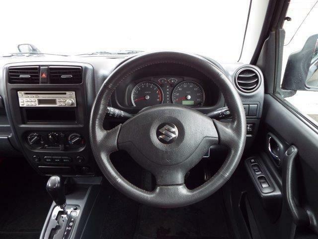 操作がしやすいフロアオートマ!Wエアバック、ABS付きで安全装備充実です!