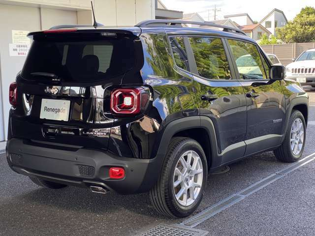 見た目以上に車内空間を広々とさせた四角い車両形状はオフロード車を分かりやすく演出!