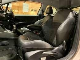 しっかりと体を包み込んでくれて、長時間運転しても疲れにくい運転席!